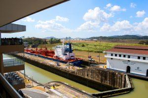 Bateau dans le canal de Panama
