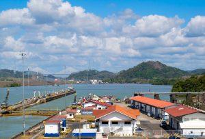 Vue de Miraflores au canal de Panama