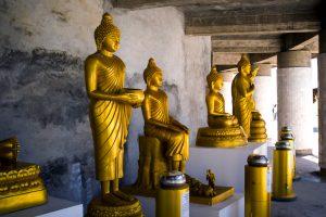 Statues en dessous de Big Bouddha en Thaïlande