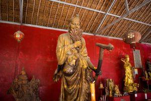 Statue de prière bouddhiste