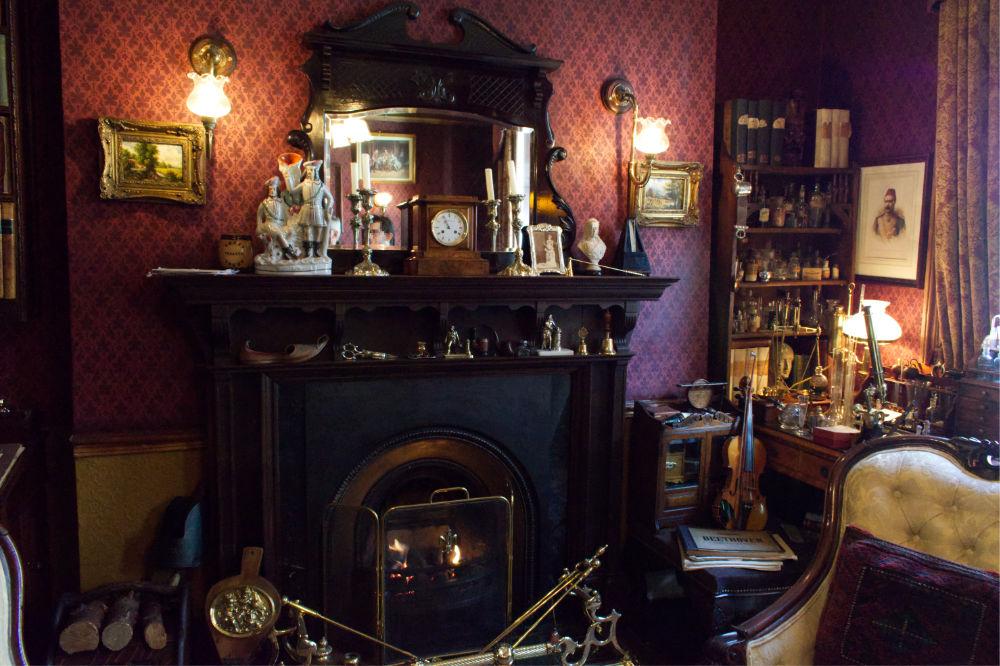 Intérieur du musée de Sherlock Holmes au 221B Backer Street à Londres