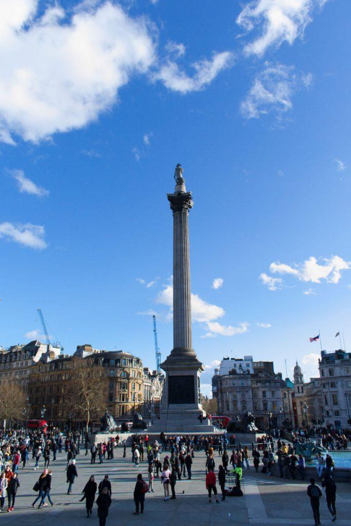 Statue qui surplombe Trafalgar Square à Londres