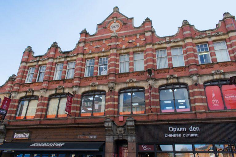 Devanture d'un bâtiment dans le centre ville d'Oxford