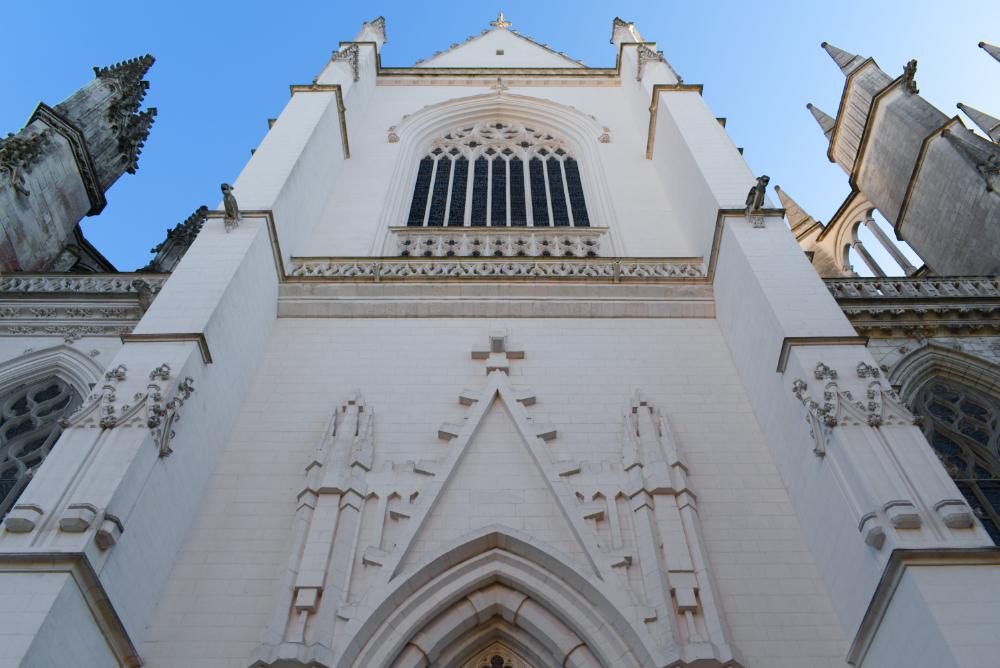 Une des faces de la cathédrale saint pierre et saint paul de Nantes