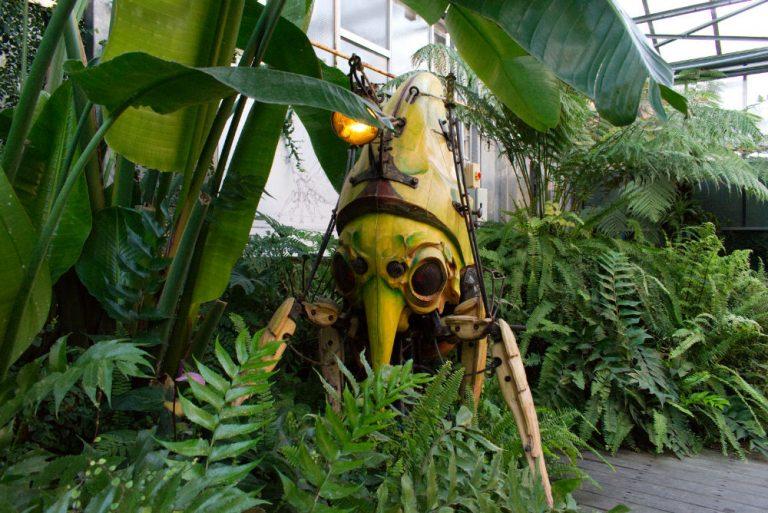 Grande maquette d'un insecte mécanique à Nantes