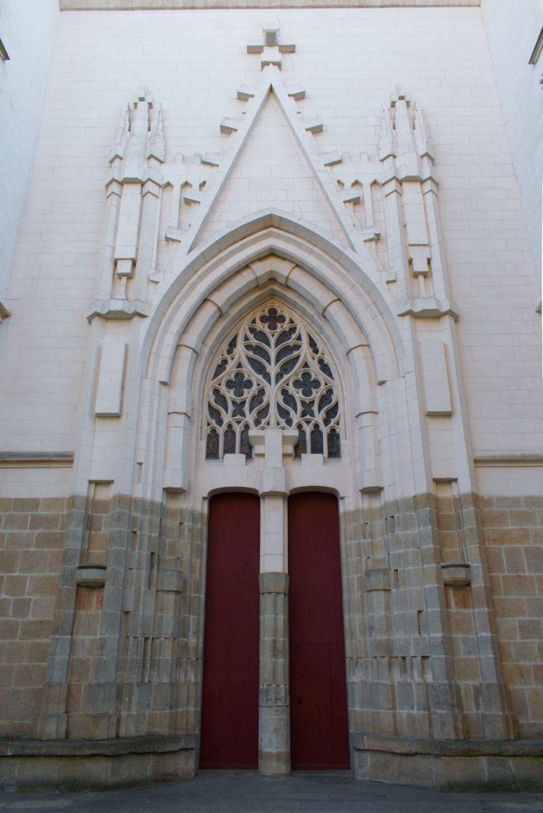 Une des porte latérales de la cathédrale de Nantes