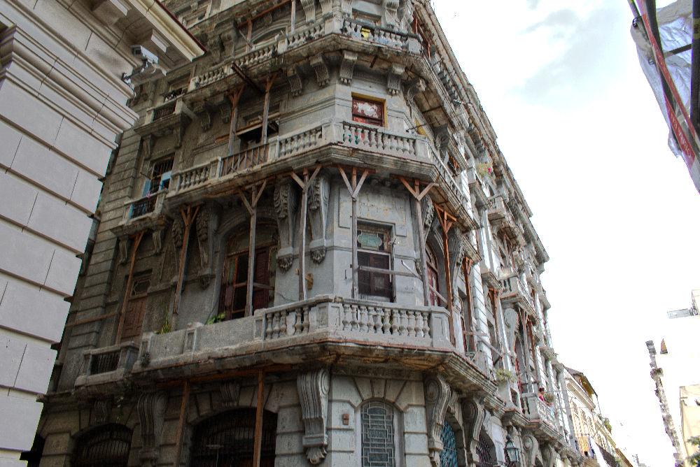 Bâtiment en ruine mais habité de La Havane à Cuba