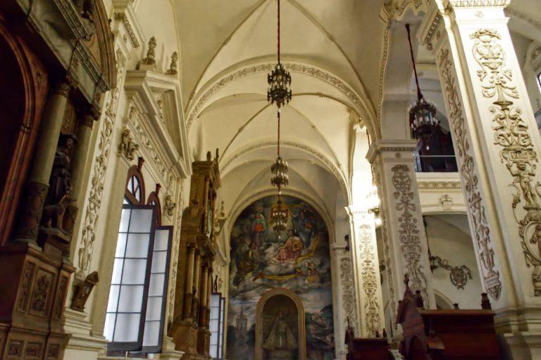 Intérieur d'une église de La Havane à Cuba