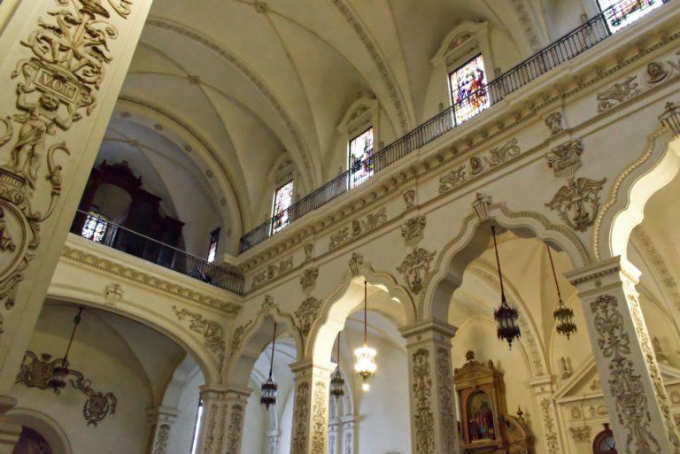 Vue de l'intérieur d'une église de La Havane à Cuba