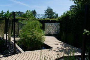 Papyrus et panneaux en aluminium dans les Jardins de Chaumont