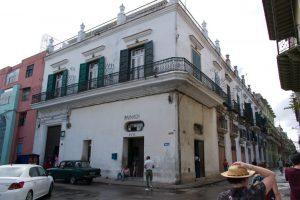 Une pharmacie de La Havane à Cuba