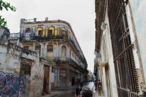 Bâtiment ancien dans la vieille ville de La Havane à Cuba