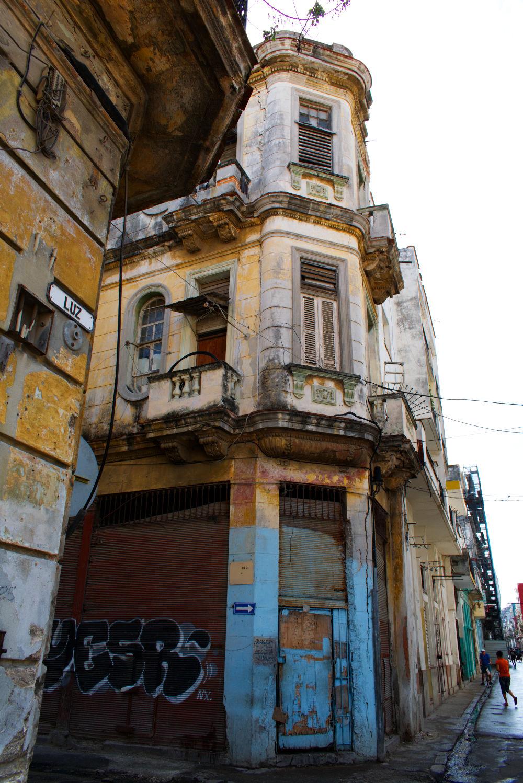 Ancien bâtiment non restauré de La Havane à Cuba