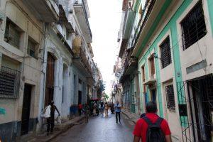 Rue de la vieille ville de La Havane à Cuba