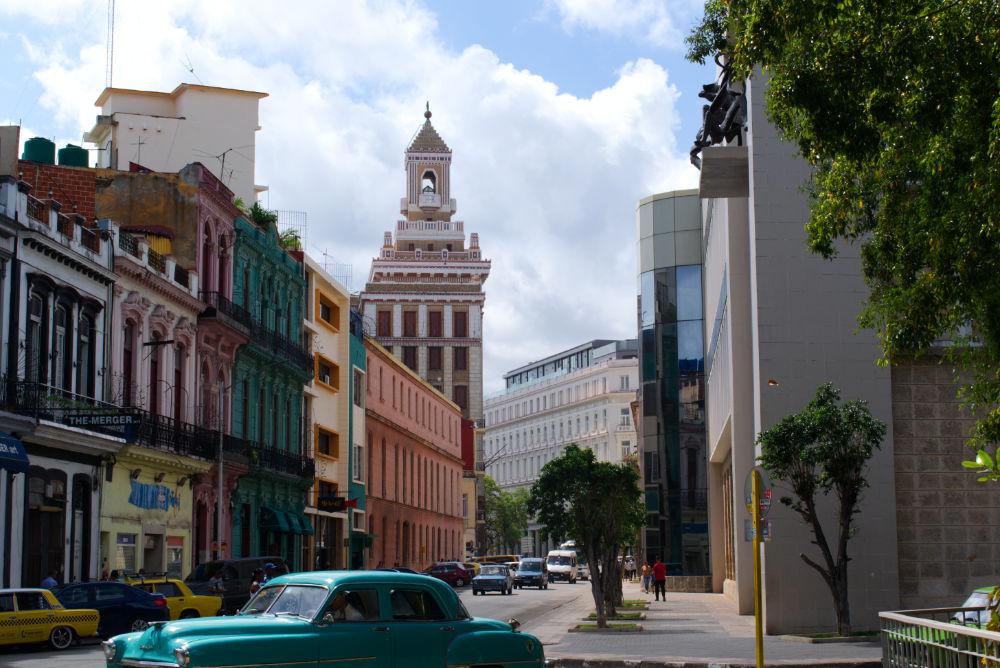 Une des grandes rues de La Havane à Cuba