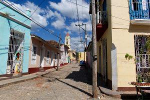 Rue de l'église de Trinidad à Cuba