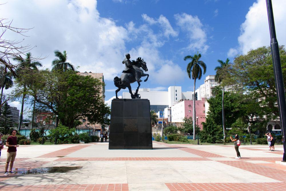 Statue sur la Plaza 13 de Marzo de La Havane à Cuba