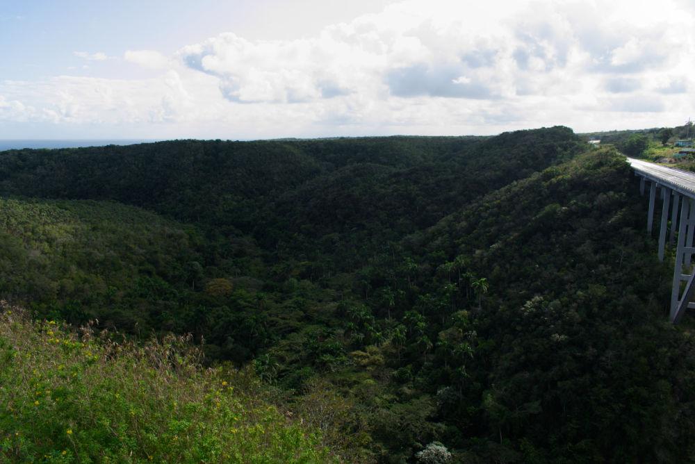 Vue de la vallée à côté du pont de Bacunayagua