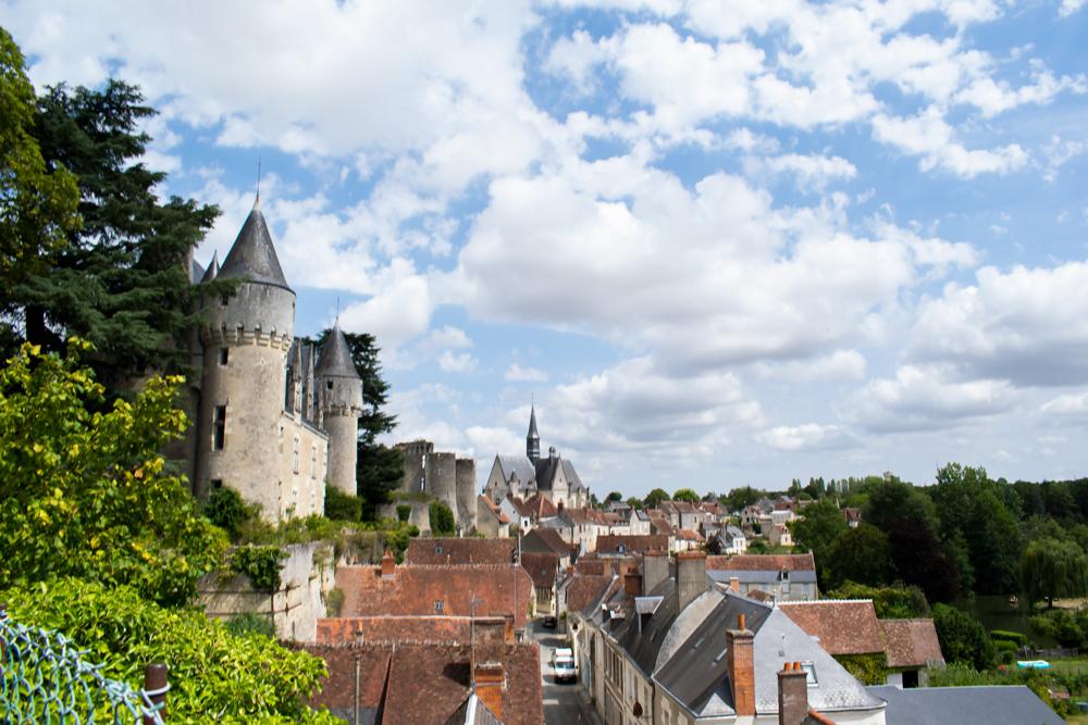 Vue du château, de l'église et de la ville de Montrésor