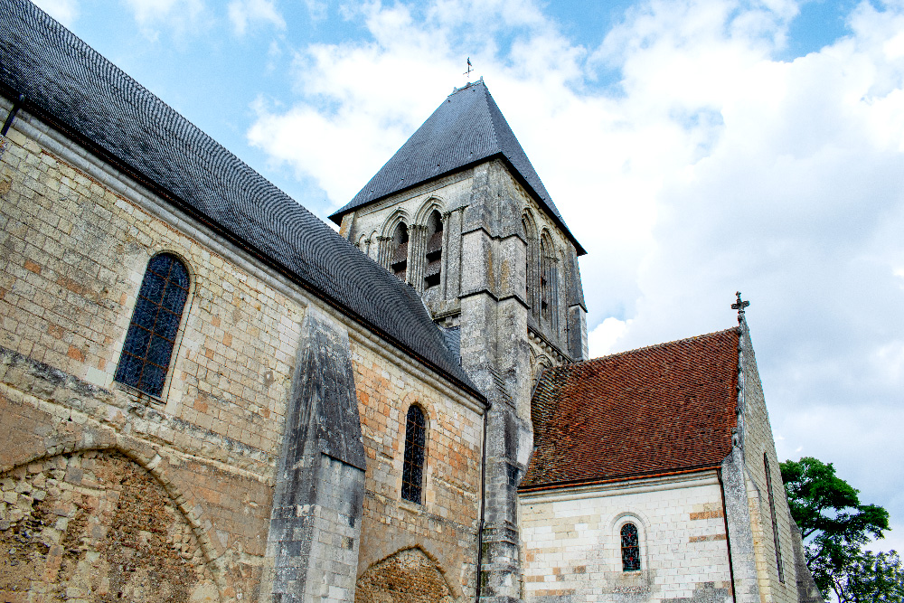 La Collégiale Saint Martin de Trôo dans les hauteurs du village