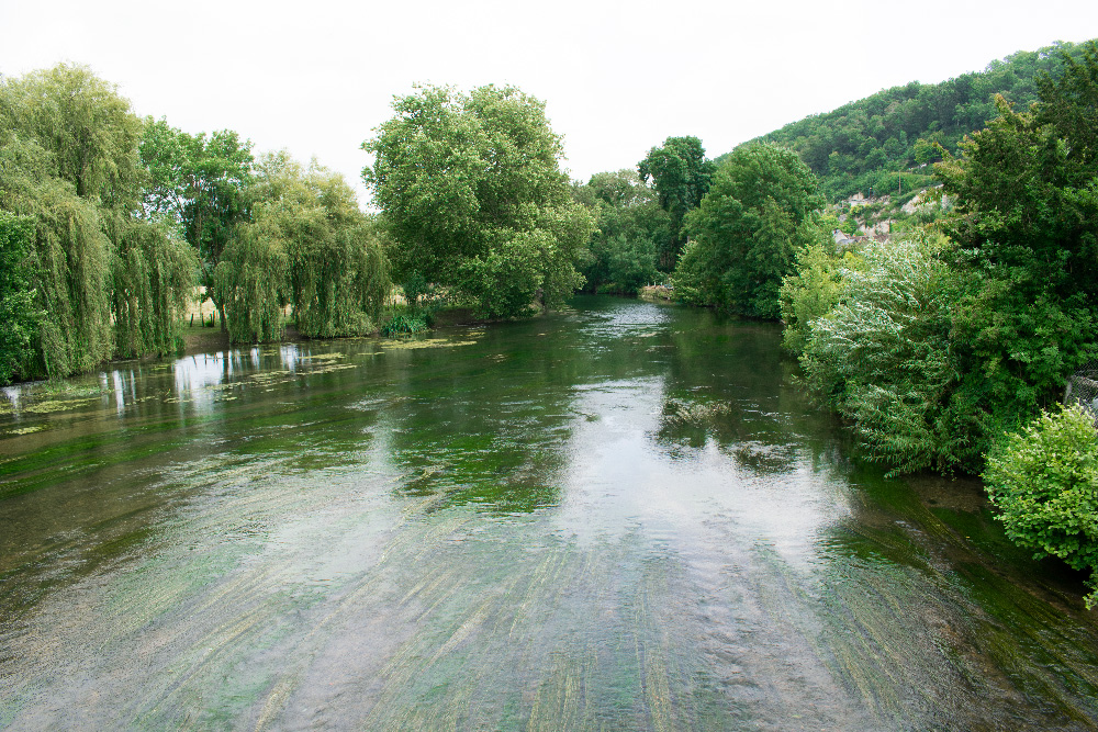 Le Loir, une rivière passant par Lavardin un des plus beaux villages de France