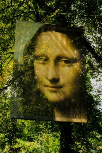 Toile de la Joconde exposé dans les jardins du Clos Lucé